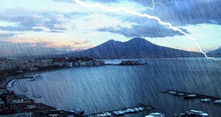 Image result for PIOGGIA BATTENTE A NAPOLI