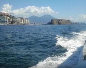 Batò-Muscio-il-battello-low-cost-nelle-acque-del-Golfo-di-Napoli-640x400