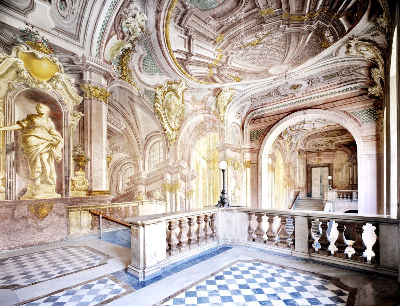 Splendore architettonico del 39 700 la reggia di portici for Foto di portici in pietra