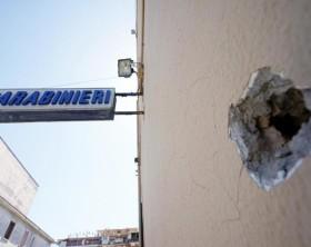 Raffiche mitra contro Stazione Carabinieri a Napoli