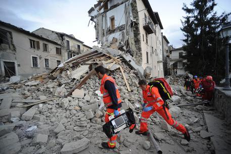 Terremoto, tentativo di sciacallaggio. Due pseudogiornalisti cercavano la villa di Lotito