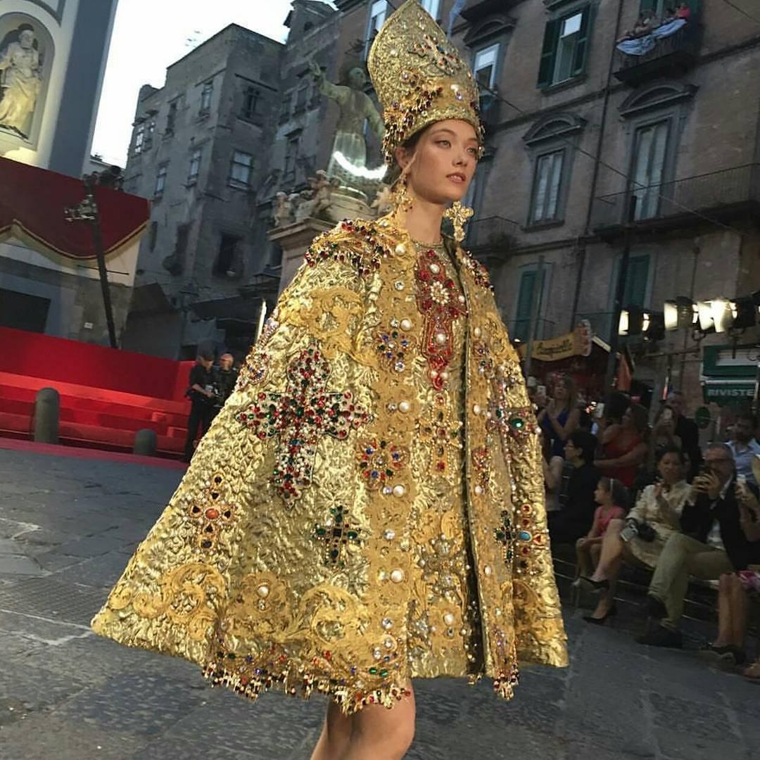 San Gennaro diventa un abito di alta moda firmato D G a5519b7e1b