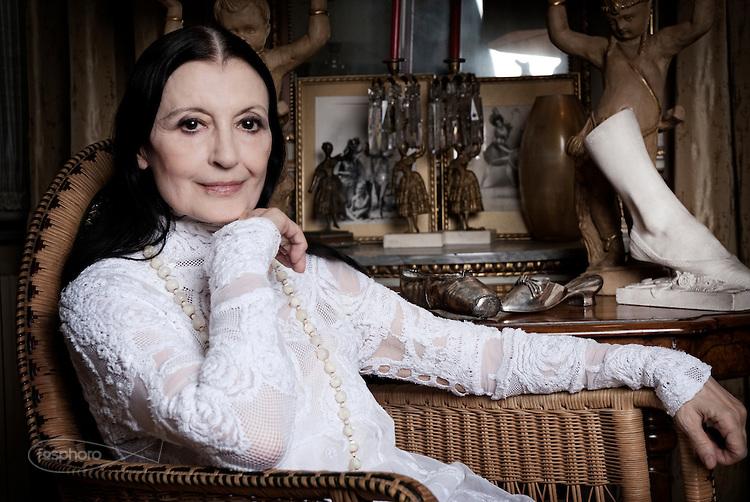 Carla Fracci, al San Carlo, festa per i suoi 80 anni