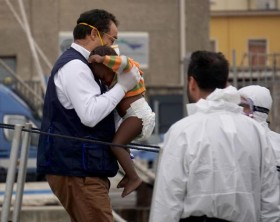 463 migrants desembark in Napoli harbour