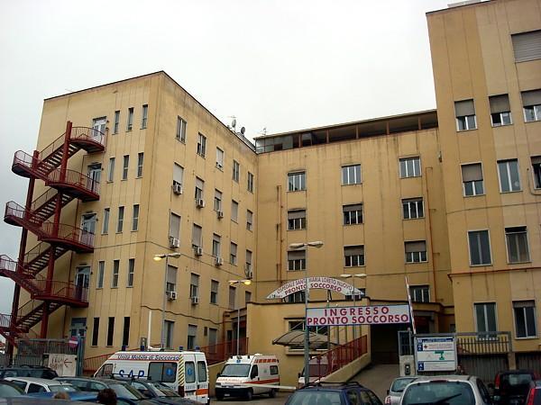 Napoli, agguato alle Case Nuove: pregiudicato di spicco in condizioni disperate