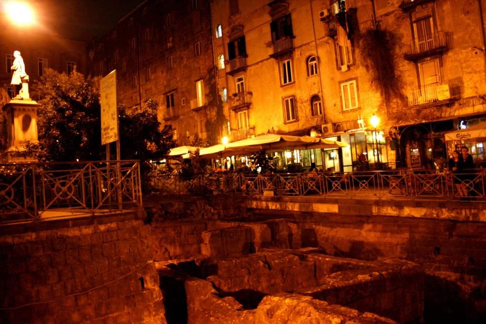 Movida a Napoli: per evitare controlli investono agente al posto di blocco