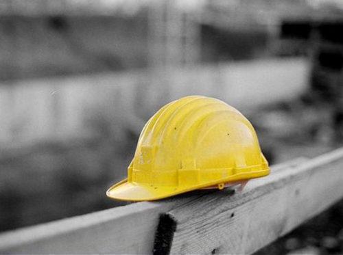 Incidente sul lavoro, cade da impalcatura e muore