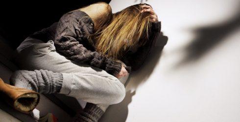 Madre fa prostituire figlia 13enne: in manette la donna