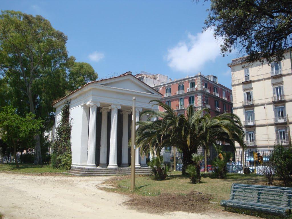 Napoli, orrore in Villa Comunale: trovato un uomo impiccato