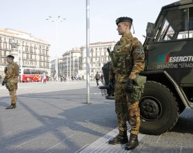 Foto 1 - Presidio in Piazza Garibaldi a Napoli