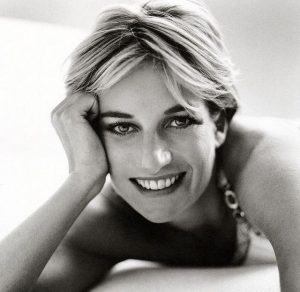 11984e6488e70fd0501cf7cccf420fcd-mario-testino-beautiful-people