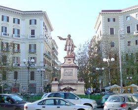 pzza_vanvitelli_statua