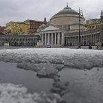 Weather: Naples under snow