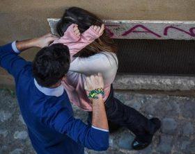 Ricostruzione scenica di violenza sulle donne