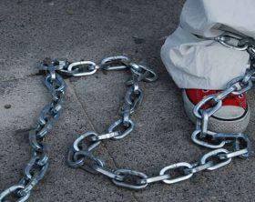 img800-tenevano-il-figlio-psicotico-incatenato-3-arresti-132024
