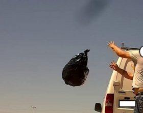 getta-rifiuti-strada