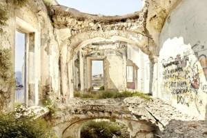 L'interno di un appartamento di Villa d'Elboeuf come appare oggi.