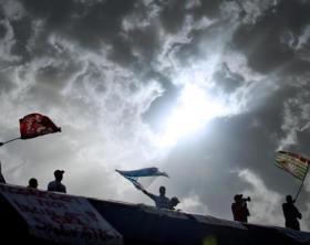 Lavoro: operai Nuova Sinter protestano nel Napoletano