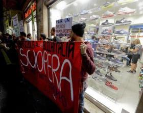 Sciopero: Napoli,Centri sociali contro negozi in franchising