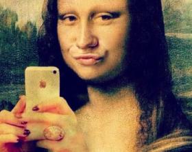 bzwb9v0monalisa-selfie