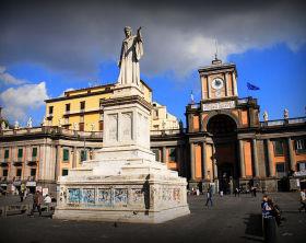 800px-Monument_of_Dante_Alighieri_in_Piazza_Dante_Napoli._Campania_Italy_South_Europe-2