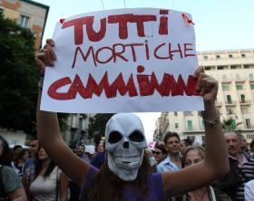 Terra dei fuochi: manifestazione a Napoli per dire basta alla devastazione