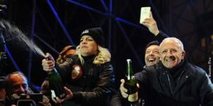 Emma Marrone e il sindaco di Salerno Vincenzo De Luca  festeggiano il 2015.
