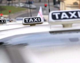 4512-taxi-napoli-638x425