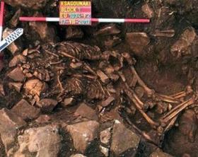 foto amanti del Neolitico scoperti in Grecia