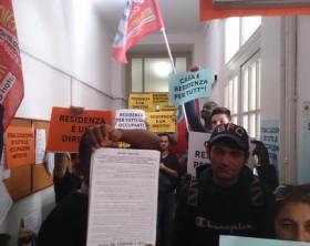 Casa: blitz collettivi e sindacati base in ufficio anagrafe Bologna