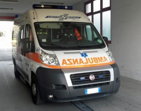 Salute: ambulanza al pronto soccorso dell'ospedale di Carate Brianza