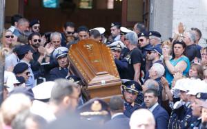 funerali_napoli_funerali_capitano_bruner_fotogramma_04