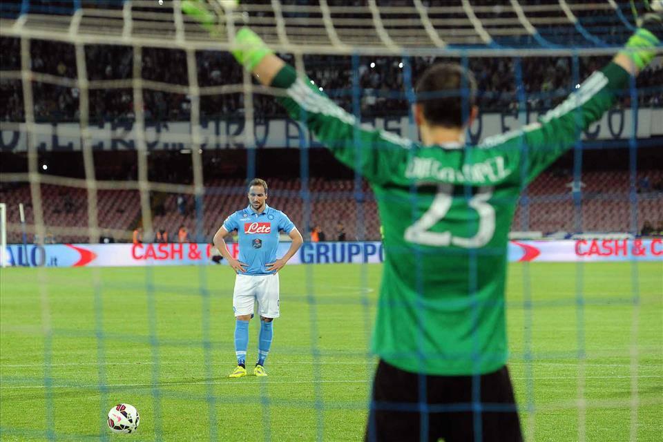 Il calcio di rigore festeggia il compleanno più triste di sempre all'ombra  del Vesuvio... - Napolitan.it