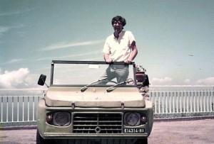 Giancarlo Siani sulla sua Mehari (1)