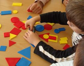 Alunni delle elementari giocano con Block Magic