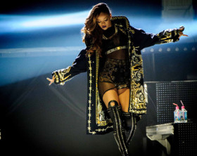 rihanna-diamonds-tour