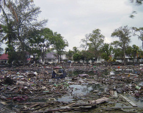 800px-Street_in_downtown_Banda_Aceh_after_2004_tsunami_DD-SD-06-07366