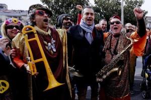 Napoli: sindaco a carnevale Scampia, città piena d'amore