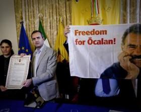De Magistris conferisce cittadinza onoraria a Ocalan