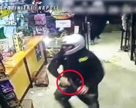 Baby rapinatori intrappolati in un negozio, presi dai Cc