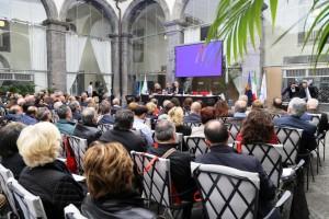 La protesta con oltre 500 sindaci a Napoli