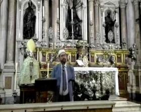 Abdullah Cozzolino, segretario generale della Confederazione islamica italiana nel Duomo di Napoli