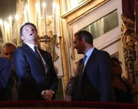 Renzi a Napoli: solo un rapido saluto tra premier e sindaco