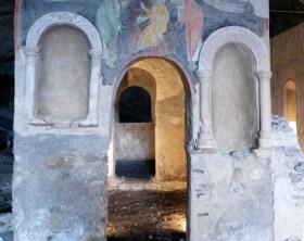 OLEVANO Grotta di San Michele Arcangelo, la facciata di una delle cappelle del complesso micaelico;