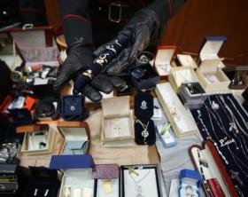 Tesoro narcos a Napoli,diamanti e lingotti per 2 mln