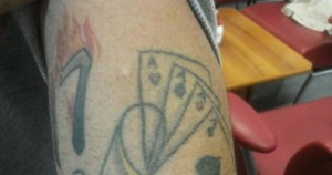 1447236159025_1447236510.jpg--quattro_assi_e_un_17_che_brucia__il_tatuaggio_che_ha_incastrato_il_boss
