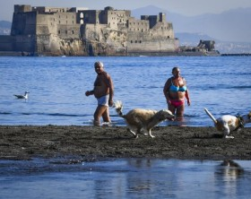 A November abnormally hot in Naples