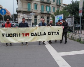 sit-in-anti-tir-striscione