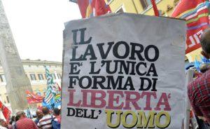 Foto Daniele Leone / LaPresse 29-07-2014 Roma, Italiacronaca Presidio dei lavoratori della raffineria di Gela in piazza Montecitorio.Nella foto: momenti della protesta