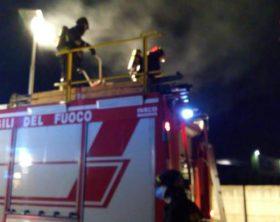 A fuoco azienda plastica nel padovano,alta colonna fumo